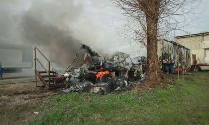Incendio nel deposito dei circensi bruciati due camion FOTO VIDEO