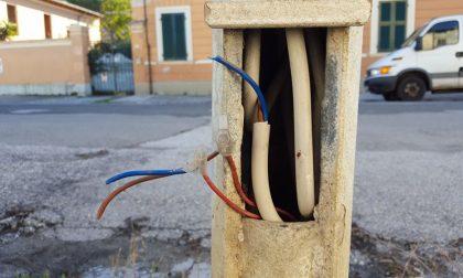 Vandalismo Melegnano tagliati i fili del telefono