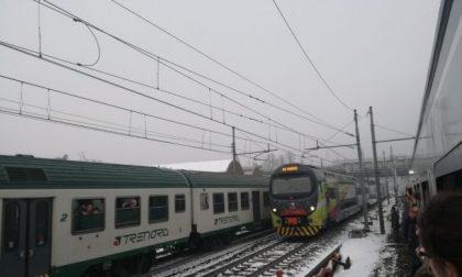 Treno fermo per tre ore, pendolari e Adiconsum chiedono il rimborso