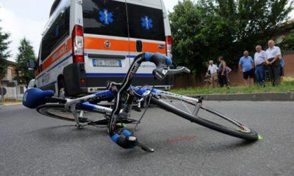 Ciclista investito in città, 21enne in ospedale