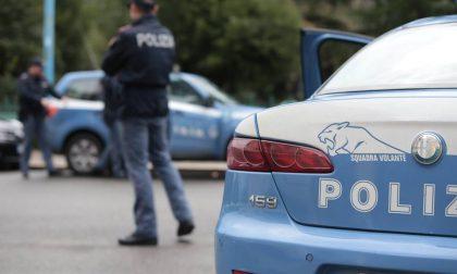 Lodi, Zio e nipote si picchiano per strada: la figlia si sente male