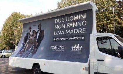Campagna shock contro le famiglie arcobaleno coi camion vela