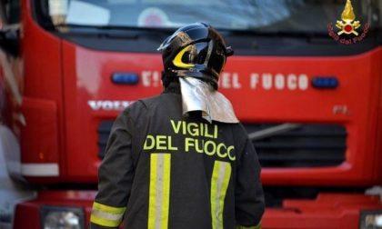 Camion-frigo prende fuoco a Cavacurta, salvo il conducente