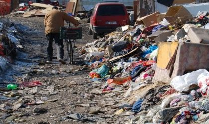 Cascina Belfuggito la città dei rom a due passi da Lodi che non si può smantellare