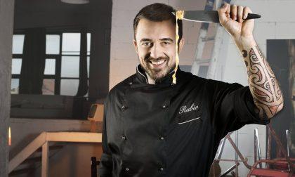 Chef Rubio con gli stranieri discriminati in mensa a Lodi