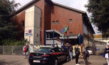 Prof colpita con una sedia in Lombardia, uno studente confessa