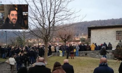 """Un migliaio di persone per l'addio a Mattia Mingarelli. Il papà: """"Eri intraprendente e altruista"""""""