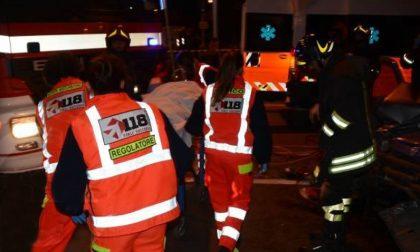 Schianto in auto ad Ospitaletto Lodigiano: 20enne resta intrappolato nella vettura
