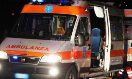 Si ribalta con l'auto, 33enne in ospedale SIRENE DI NOTTE