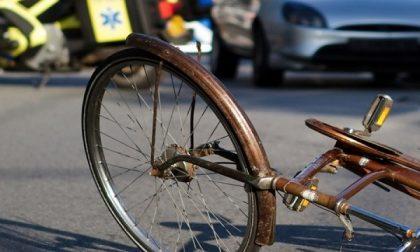 Cade dalla bici e muore: tragedia a Casalpusterlengo