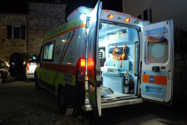Cade malamente a terra, 44enne in ospedale SIRENE DI NOTTE