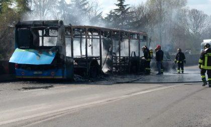 Autobus incendiato, le reazioni della politica da Regione Lombardia