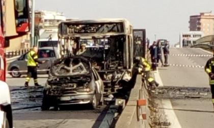 Paullese autobus incendiato con scolaresca a bordo: le condizioni dei bimbi