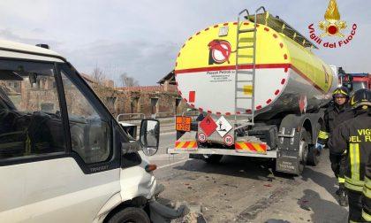 Incidente tra furgone e autocisterna a Massalengo