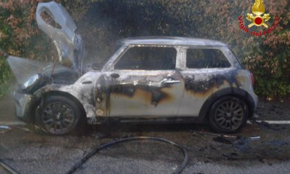 Auto bruciate nella notte a Salerano e a Sordio FOTO