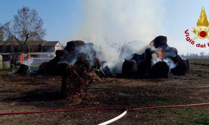 Bruciano ecoballe a Turano Lodigiano: vento e siccità si fanno sentire FOTO