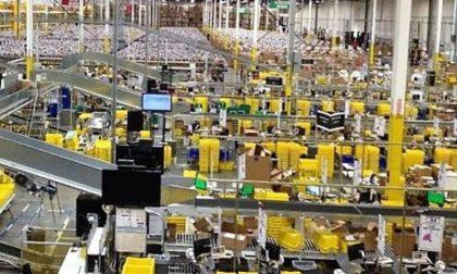 Magazziniere Amazon tenta di rubare due giacche: arrestato