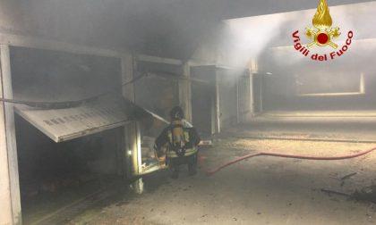 A fuoco diversi box a Lodi: i Vigili del fuoco domano le fiamme FOTO