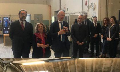Prof aggredita: il ministro Bussetti in visita all'Einaudi