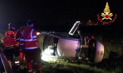 Auto ribaltata in autostrada, 25enne in ospedale