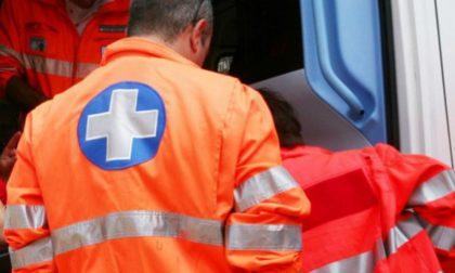 70enne si accascia a terra in piazza, trasportata in gravi condizioni in ospedale