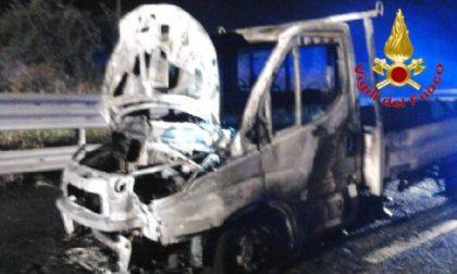 Furgone incendiato sulla A1, nessun ferito