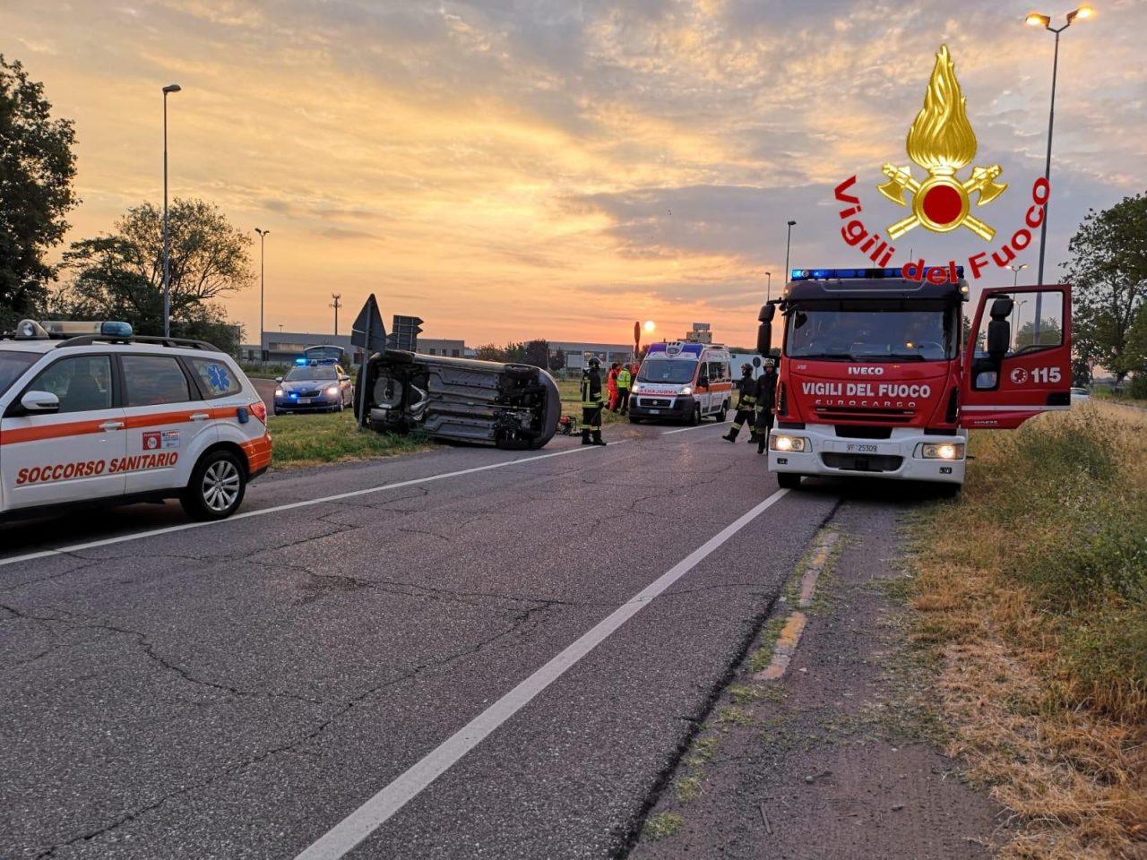 A1: auto ribaltata e due feriti trasportati all'ospedale di Lodi