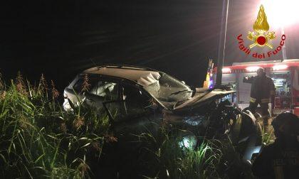 Perde il controllo dell'auto ed esce di strada, soccorso 32enne