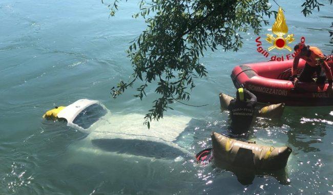 Quando i VVF devono rimediare ai tuoi danni e recuperare la tua auto nell'Adda FOTO