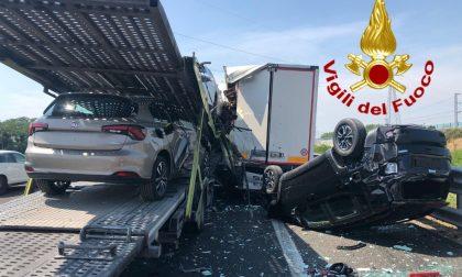 Tamponamento tra tir in autostrada: un ferito e code in A1 FOTO