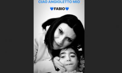 """L'addio al piccolo guerriero Fabio, anche Laura Pausini saluta il suo """"angioletto"""""""