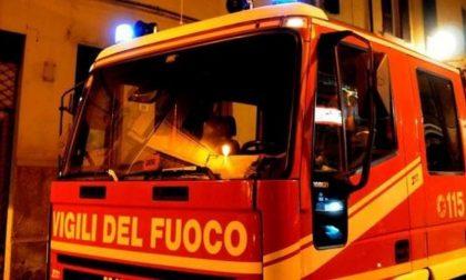 Anziano trovato morto in casa e tentato suicidio: notte di fuoco per i pompieri lodigiani