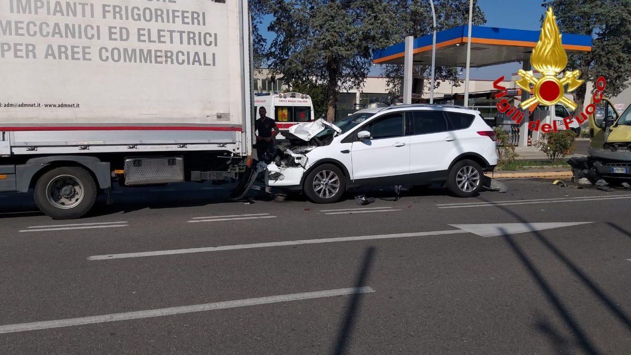 Grave tamponamento sull'A1 con mezzo pesante: 3 feriti FOTO