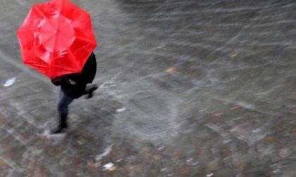 Domenica di pioggia e dalla notte in arrivo forti rovesci PREVISIONI METEO