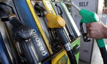 Fate il pieno all'auto: confermati due giorni di sciopero benzinai, ma qualcuno rimane aperto