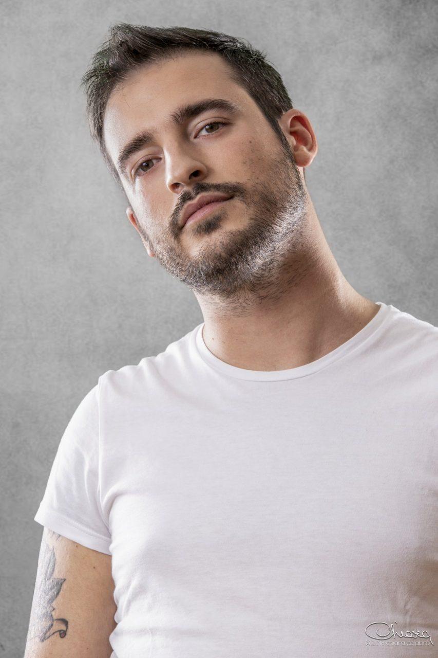 L'idolo di universitari e laureati Filippo Caccamo al Teatro Alle Vigne