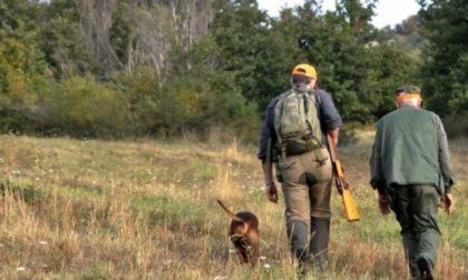 Le guardie coi catarifrangenti e i cacciatori invece mimetici: le nuove e discusse regole per la caccia in Lombardia