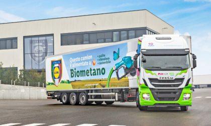 Lidl passa ai mezzi a biometano e inizia dal centro logistico di Somaglia