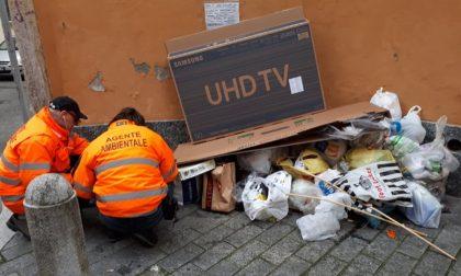 Rifiuti abbandonati, responsabili individuati e multati grazie agli indizi lasciati nella spazzatura