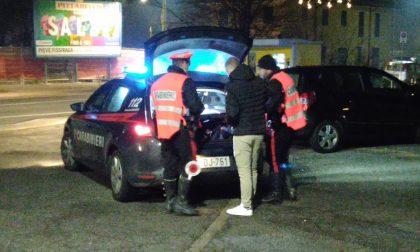 Carabinieri in azione, scattano le prime sanzioni per chi non rispetta il coprifuoco
