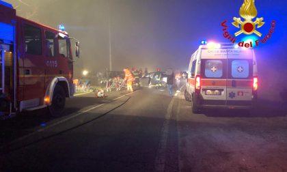 Incidente contro un camion, ferito rimane incosciente in auto SIRENE DI NOTTE