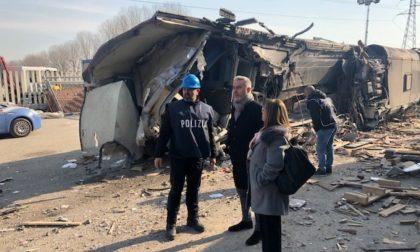 Il ministro della Difesa Lorenzo Guerini fa visita al luogo dell'incidente ferroviario