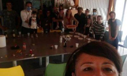 Il selfie del sindaco Casanova con parenti e dipendenti in festa e l'indignazione della minoranza