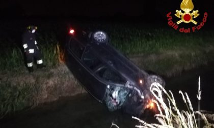 Lodi Vecchio: auto si ribalta con 2 persone a bordo SIRENE DI NOTTE