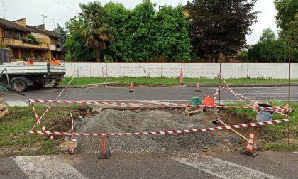Manutenzioni marciapiedi e porfidi: terminati i lavori in via Di Vittorio