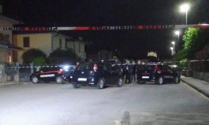 Drammatico femmicidio nella Bassa: uccide la moglie davanti ai tre figli