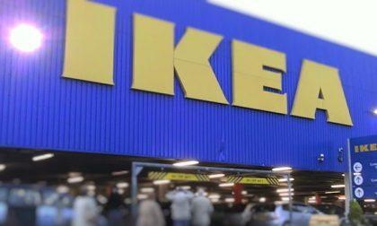 Tutti pazzi per Ikea: migliaia di persona in coda il primo giorno di riapertura