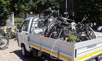 Rimosse le biciclette abbandonate vicino alla stazione di Lodi