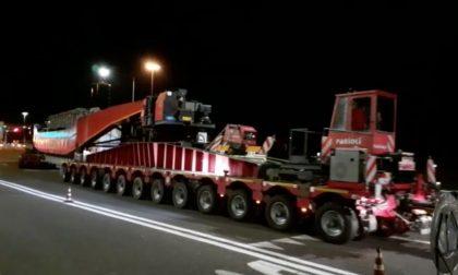 """Un """"bestione"""" lungo 76 metri in viaggio sulla Teem VIDEO – FOTO"""