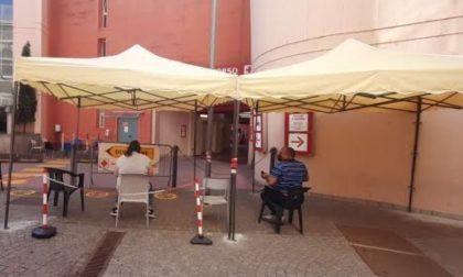Al Pronto Soccorso di Lodi i pazienti attendono fuori sotto una tenda (per ora)